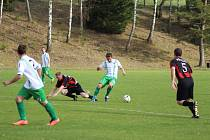 Ve 13. kole fotbalového OP Prachaticka mužů porazil vedoucí Zdíkov hosty ze Zbytin 3:1.