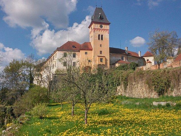Jedenáctka jihočeských zámků a hradů zahajuje hlavní sezonu. Stání hrad a zámek Vimperk, ilustrační foto