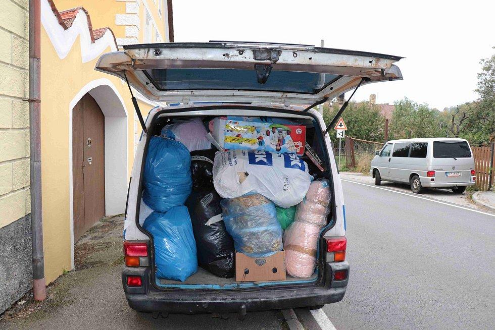 Chrobolští hasiči přispěchali s materiální pomocí pro Lenoru. Foto: Deník/Barbora Vaníčková