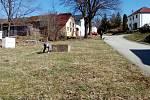 Dobrovolní hasiči z Chrobol v sobotu 7. dubna uklidili v okolí bytovek, čističky, parku, dětského hřiště, nádraží i koupaliště.