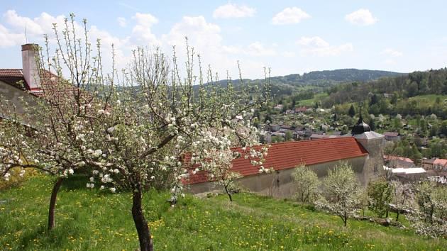 Část zahrad vimperského zámku.