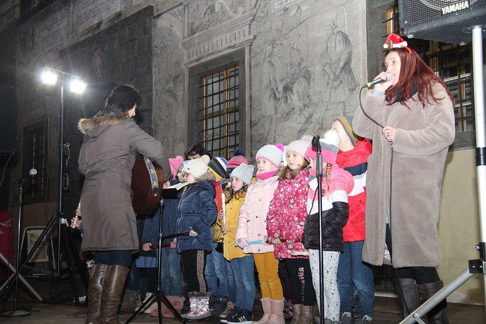 Česko zpívá koledy v Prachaticích.