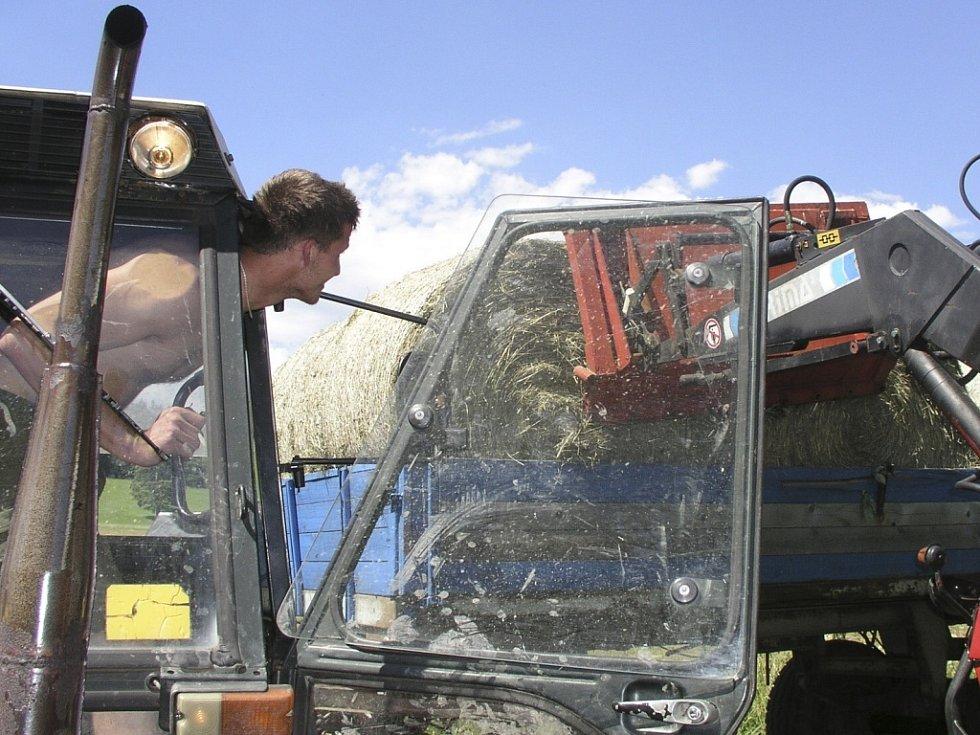 Zloděj z traktoru ukradl elektrické ovládání hydraulické ruky. Ilustrační foto.