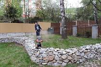 Mezigenerační zahrada je připravena na setkávání.