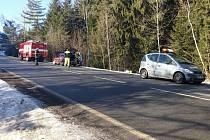 Na silnici z Vimperka ke Sloupu v pátek hořelo auto. Uhasit ho pomohl neznámý řidič.