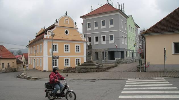 Lhenické náměstí se změní.