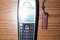 Zatím neznámý pachatel ukradl v jednom z prachatických nonstop barů mobilní telefon Nokia v hodnotě více než deset tisíc korun. Ilustrační foto.