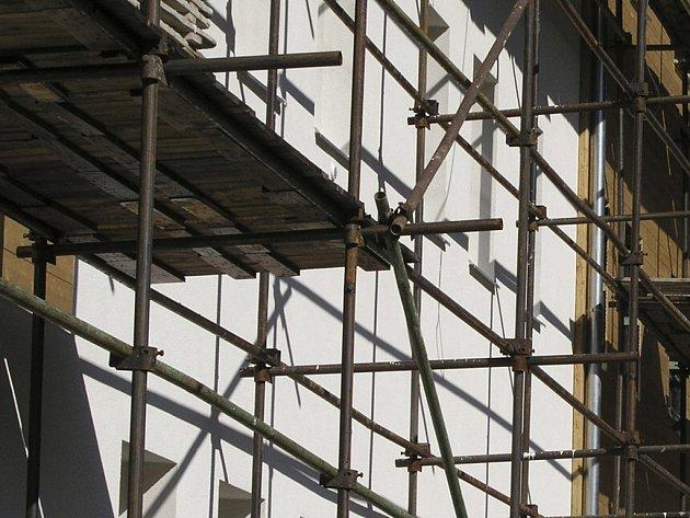 Obec do stavby příslušenství ke kulturnímu domu investovala již statísíce. Ilustrační foto.