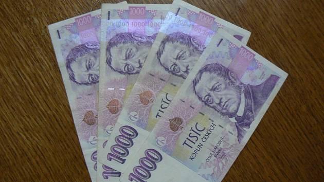 Žena úřednici ukradla peněženku přímo v kanceláři. Strážníci ji chytili ve chvíli, kdy v peněžence ještě byly všechny peníze. Ilustrační foto.