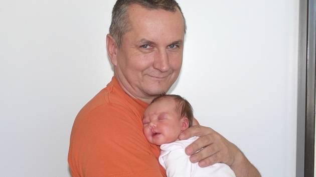 Tereza Zámečníková se narodila v prachatické porodnici ve čtvrtek 11. dubna ve 23.00 hodin rodičům Růženě a Josefovi. Vážila 2970 gramů. Malá Terezka bude vyrůstat ve Volarech.
