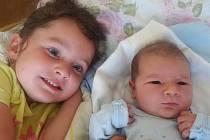 Jaromír Horák se narodil v prachatické porodnici v sobotu 27. srpna ve 12.40 hodin rodičům Vendule a Jaromírovi z Nebahov. Při narození vážil 3570 gramů. První fotografování malého Jaromíra si nenechala ujít tříletá sestřička Terezka.