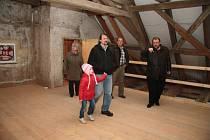 Půdní prostor by měl výhledově sloužit k výstavám a jako muzeum určené řemeslům a zemědělství.