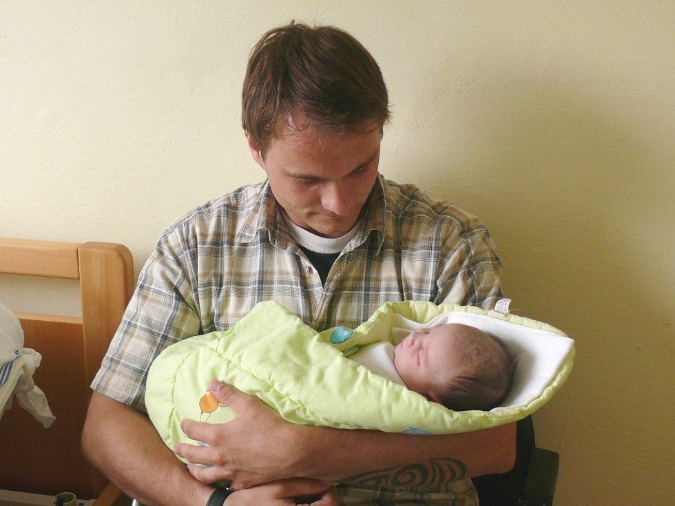 Viktorie Štechová se narodila v prachatické porodnici ve středu 1. května ve 22.35 hodin rodičům Kateřině a Petrovi. Vážila 3,42 kilogramu. Malá Viktorie bude vyrůstat v Kvildě.