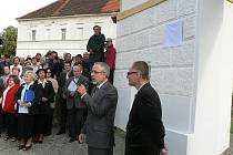 Lčovičtí oslavují v sobotu 5. září sté výročí úmrtí slavného rodáka, architekta a profesora Josefa Zítka. V sobotu dopoledne byla odhalena na lčovickém zámku jeho pamětní deska.