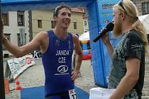 Třetí v pořadí dokončil závod  v terénním triatlonu David Janda (vlevo).