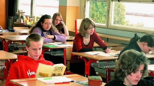 KAM DÁL. Pro žáky základních škol není výběr budoucího studia jednoduchý úkol. Řada z nich se na svá budoucí studia připravují už od osmé třídy. Ostatní k přijímacím zkouškám raději nechtějí.