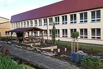 Venkovní učebna v ZŠ ve Smetanově ulici ve Vimperku.