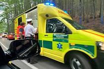 Nehoda u Libínského Sedla. Střetlo se zde osobní auto s motocyklem.