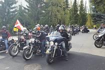 Motorkáři z Prachatic a jejich kamarádi z celé republiky zavřeli v sobotu 7. října silnice. Jízdou podpořili prachatický Hospic sv. Jana N. Neumanna.