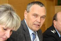 Půl roku vybírala výběrová komise ze čtyř kandidátů, aby nenavrhla žádného. Starosta Bohumil Petrášek už adepta na vrchního strážníka má, řekne ho ale až v lednu.