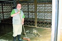 VELKÉ ŠKODY. V době, kdy jsou škody sečteny, se práce týkají úklidu. Hospodář však už plánuje úpravy, které by sádky a líheň ochránily.