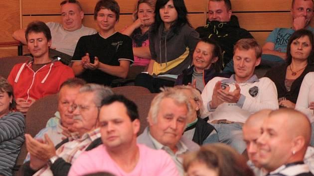 Obyvatelé Vimperka při setkání s radnicí.