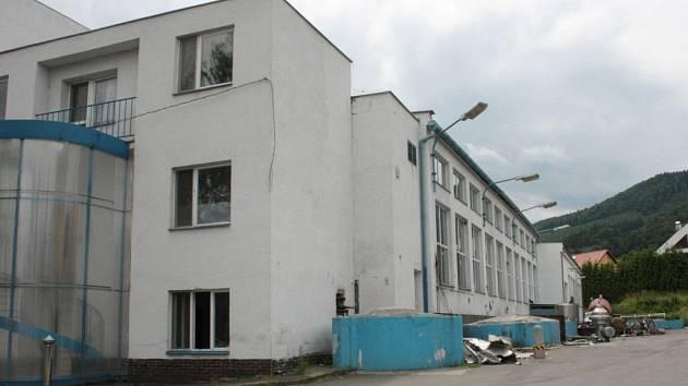 V areálu bývalé Madety začala likvidace čpavkového hospodářství.