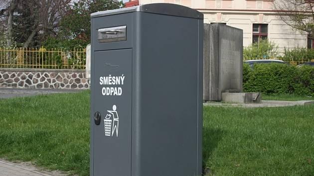 Chytrý odpadkový koš lisuje odpad a sám si zavolá popeláře. Prachatičtí zjišťují vhodnou dodavatelskou firmu, která by chytré odpadkové koše, zatím jen pro papír a plast, dodala.
