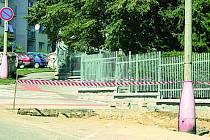 Podle strážníků městské policie se hlídky na zábor chodníků ve městě zaměřují, obvykle mají stavebníci povolení.