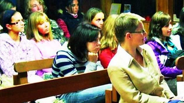 NASTRAŽENÉ UŠI. Prachatičtí studenti už vědí, jak se zapojit do projektů Mládež v akci.