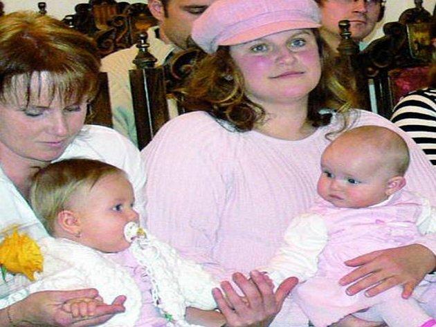 VÍTÁNÍ OBČÁNKŮ. Hana Rabenhauptová přivítala celkem čtrnáct nových obyvatel města Prachatice.