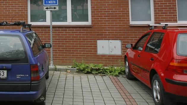 Problematika nedostatku parkovacích míst ve Vimperku.