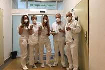 """V pátek 23. října dostali zdravotníci """"COVID"""" oddělení prachatické Nemocnice výbornou kávu a domácí hnětýnky."""