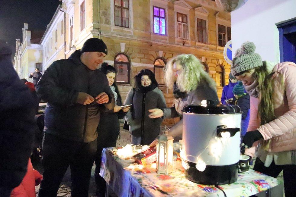 Česko zpívá koledy 2019 na náměstí ve Vimperku.