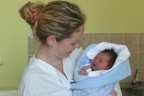 Vít Chvosta se v prachatické porodnici narodil v neděli 26. dubna pět minut po poledni. Vážil 3,60 kilogramu. Rodiče Lucie a Luděk jsou ze Šumavských Hoštic. Na brášku se těšila sestřička Týna (1,5 roku).