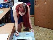 Příprava na volby v Lažištích.