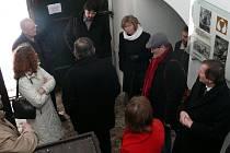 Diskuze v Husově domku nad jeho opravou.