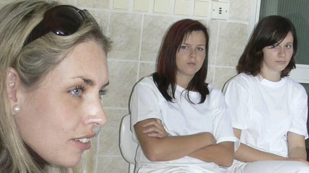 BESEDA. Žáci bedlivě naslouchali slovům bývalé modelky Martiny Kopřivové.