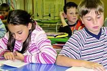 DOHROMADY. Žáci ze čtvrtých tříd ze základní školy TGM mají čtyři předměty, na které jsou spojeni do jedné učebny. Dostali výjimku od radních.