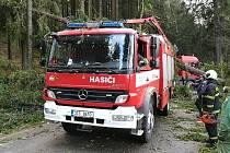 Následky větrné smrště pocítili i samotní hasiči.