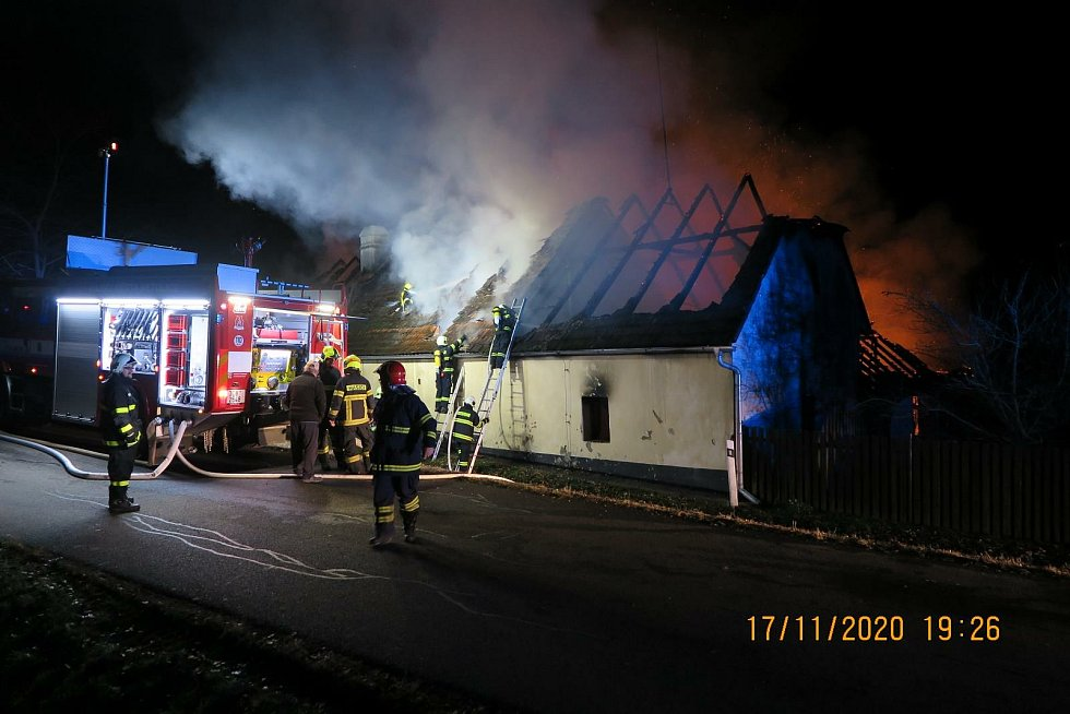 Požár statku ve Vitějovicích způsobil škodu za dva miliony korun.