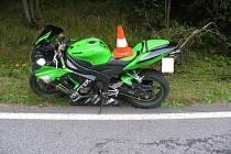 Ve čtvrtek odpoledne havaroval u Kvildy motorkář.