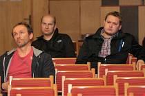 Před čtyřmi roky byste v zasedací místnosti při ustavujícím jednání marně hledali volné místo. Letos sice Vlachovobřežští přišli také, ale v mnohem méně početném zastoupení.