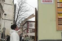 Nové cedullky zdobí centrum města.