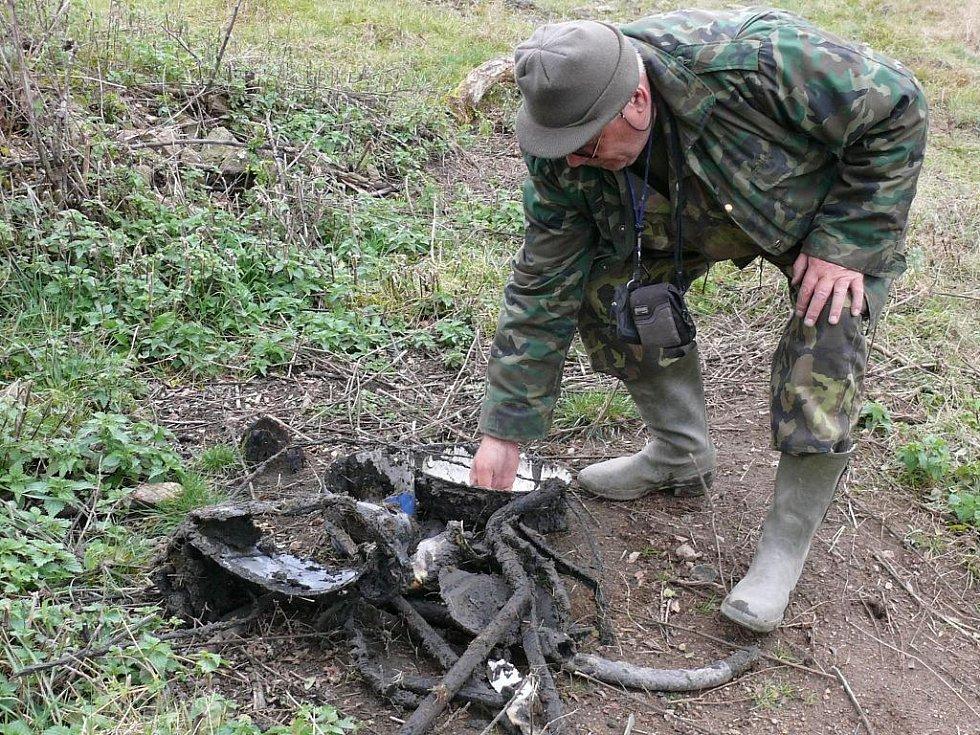 Vedle munice z druhé světové války vydává rybniční bahno nespočet starého harampádí.