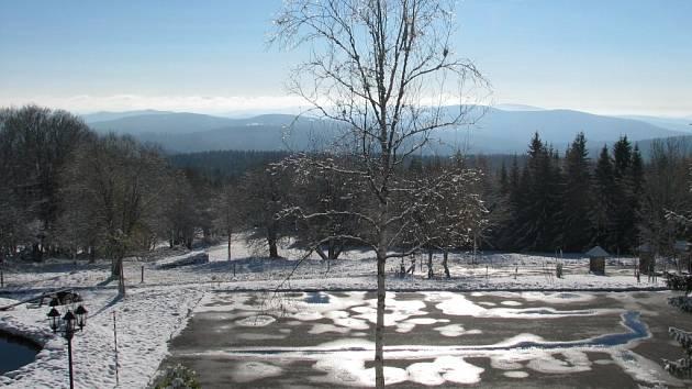 Na Bučině již zůstal sníh ležet.