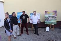 Vernisáž Výtvarného Workshopu Volary se konala vbudově základní umělecké školy.