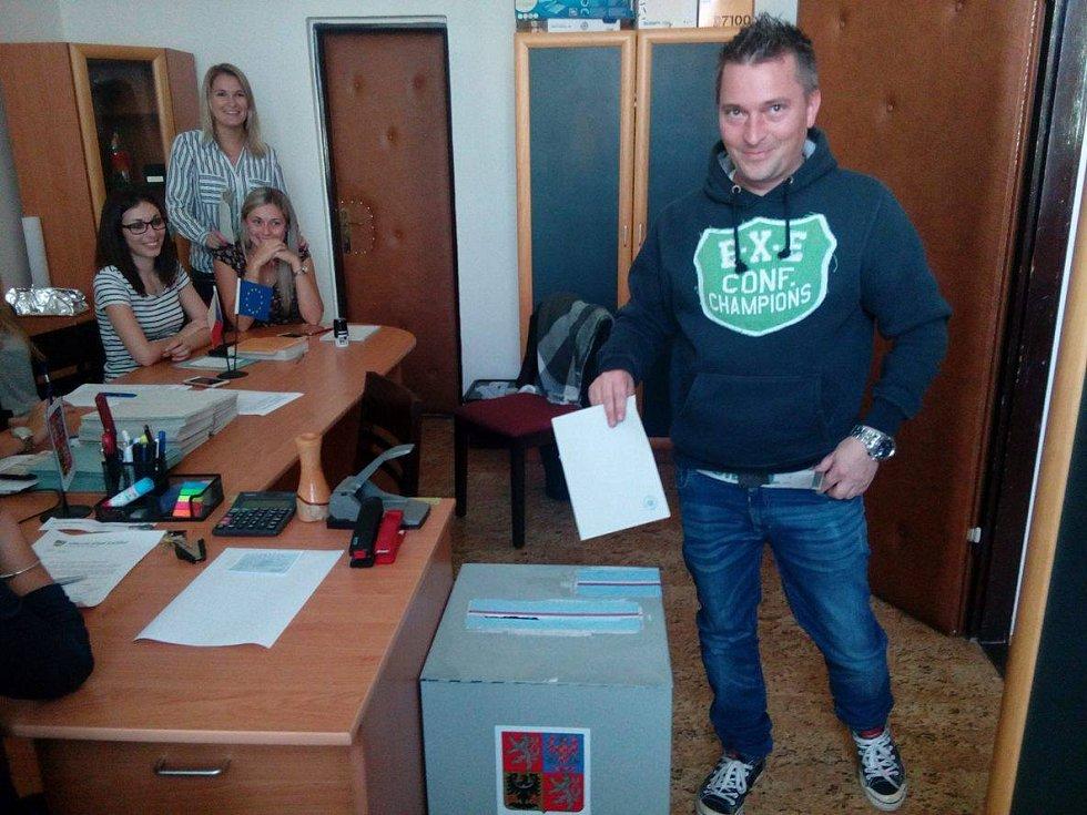 Volby v Lažišti.
