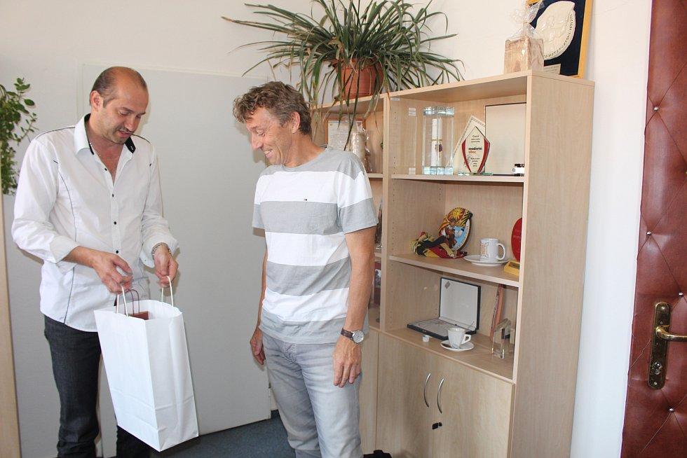 Horolezce Ivo Grabmüllera přijal na prachatické radnici starosta Martin Malý.