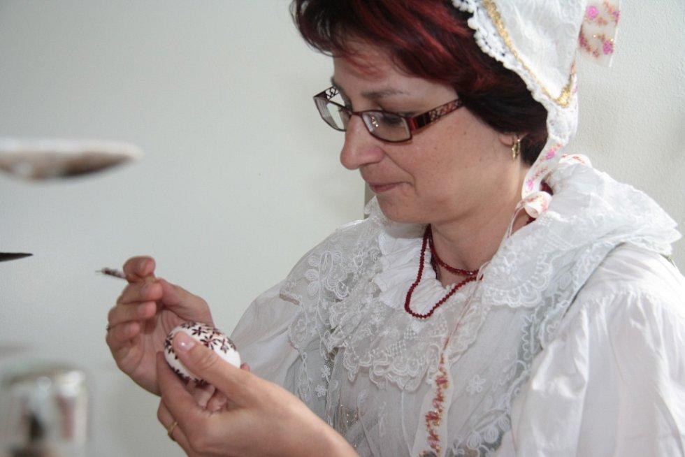 Lenka Volková opět ukázala tradiční zdobení kraslic.